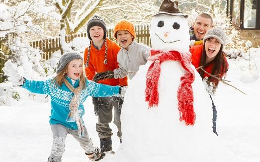 В какие игры поиграть с ребенком зимой?