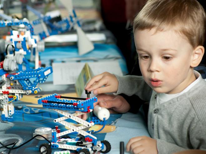 Для лучшего развития ребенку нужен минимум игрушек