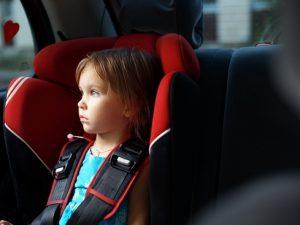 Ребенок в машине: как не допустить трагедии в жару?