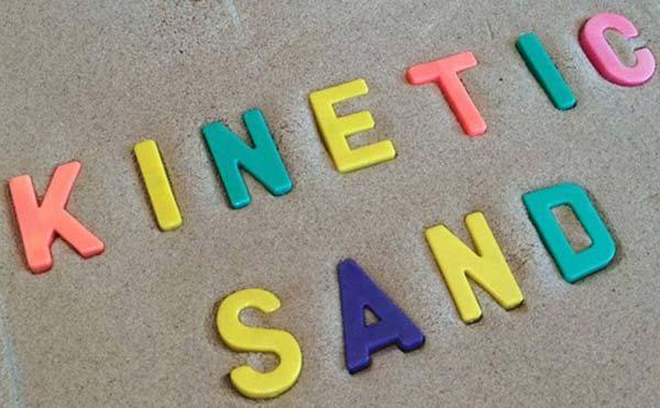 Космический песок — отличный подарок малышу