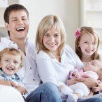 Живая ёлка, хоровод, подарки: встречаем Новый год вместе с ребенком