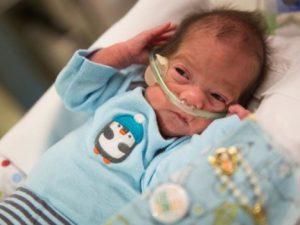 Телесный контакт с новорожденным уменьшает уровень стресса у мамы