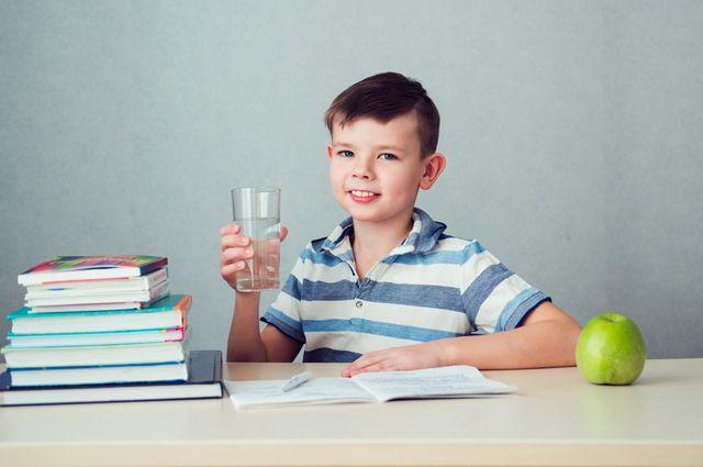 Почему школьникам необходимо пить много воды