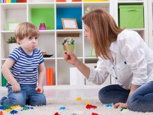 Как научить ребёнка не мешать взрослому разговаривать