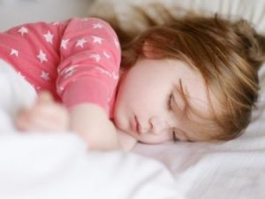Как приучить ребёнка спать в своей кроватке?