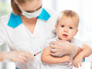Какие прививки делают детям до года?