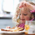Ешь и не расстраивай маму! Как сформировать у детей правильные отношения с едой