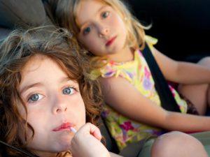 Как безопасно перевезти ораву детей в машине