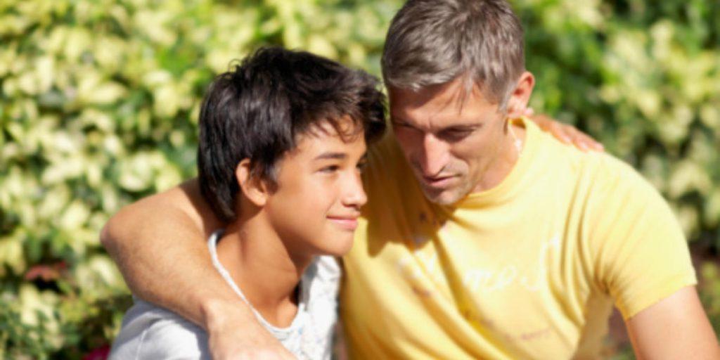 Родители могут снизить риск подростковой наркомании, поддерживая открытые отношения с детьми