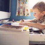 «Учат в школе, учат в школе, учат в школе»: а как помочь ребенку дома?