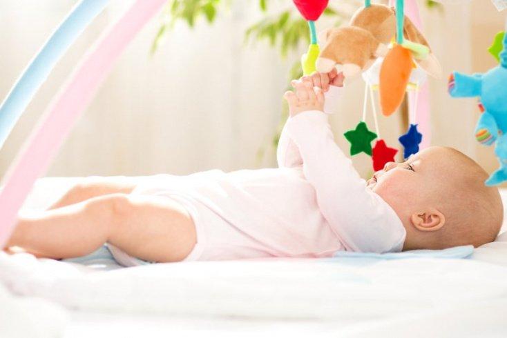 Развитие ребенка в 5 месяцев: нормы, игры, занятия