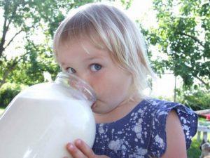 Можно ли козье молоко детям: особенности и рекомендации