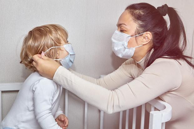 Врачи просят родителей не надевать детям медицинские маски