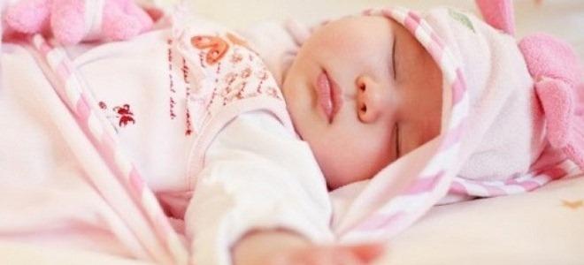 Почему ребенок потеет во время сна?