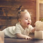 Как помочь ребенку при коликах?