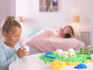 На радость маме: как научить ребенка играть самостоятельно