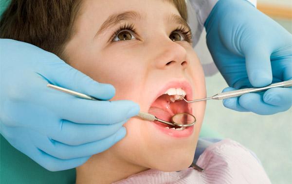Лечат ли молочные зубы