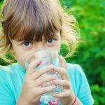 Сколько должен пить воды ребенок?