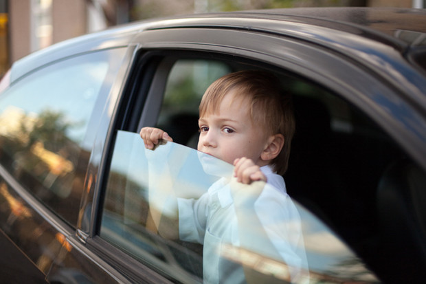 Почему ребенок потеет?