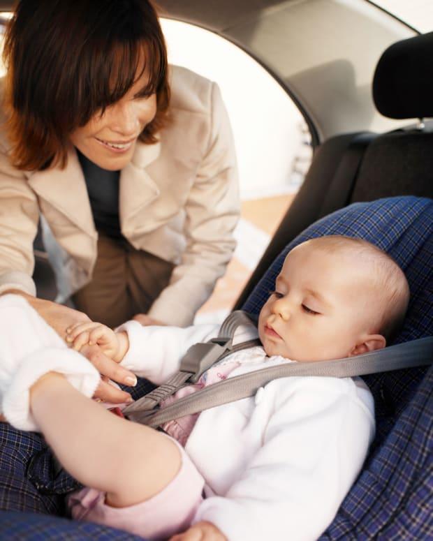 Ребенка укачивает в машине — что делать?