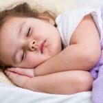 Ребенок во сне скрипит зубами: что делать?