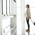 Можно ли беременным летать на самолете: важно знать