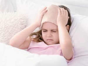 Почему у ребенка болит голова и что делать?