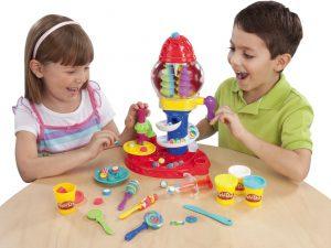 Лепка из пластилина Play Doh с детьми