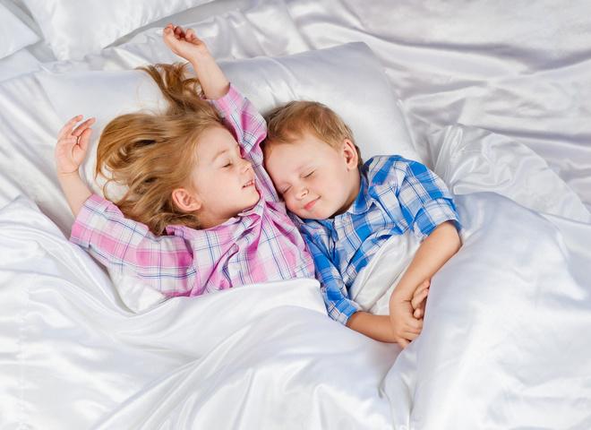 Спим без нервов: 5 приемов, чтобы уложить ребенка спать днем