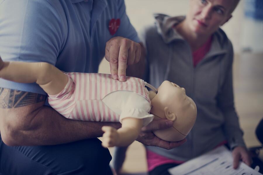 Как оказать ребенку первую помощь правильно?